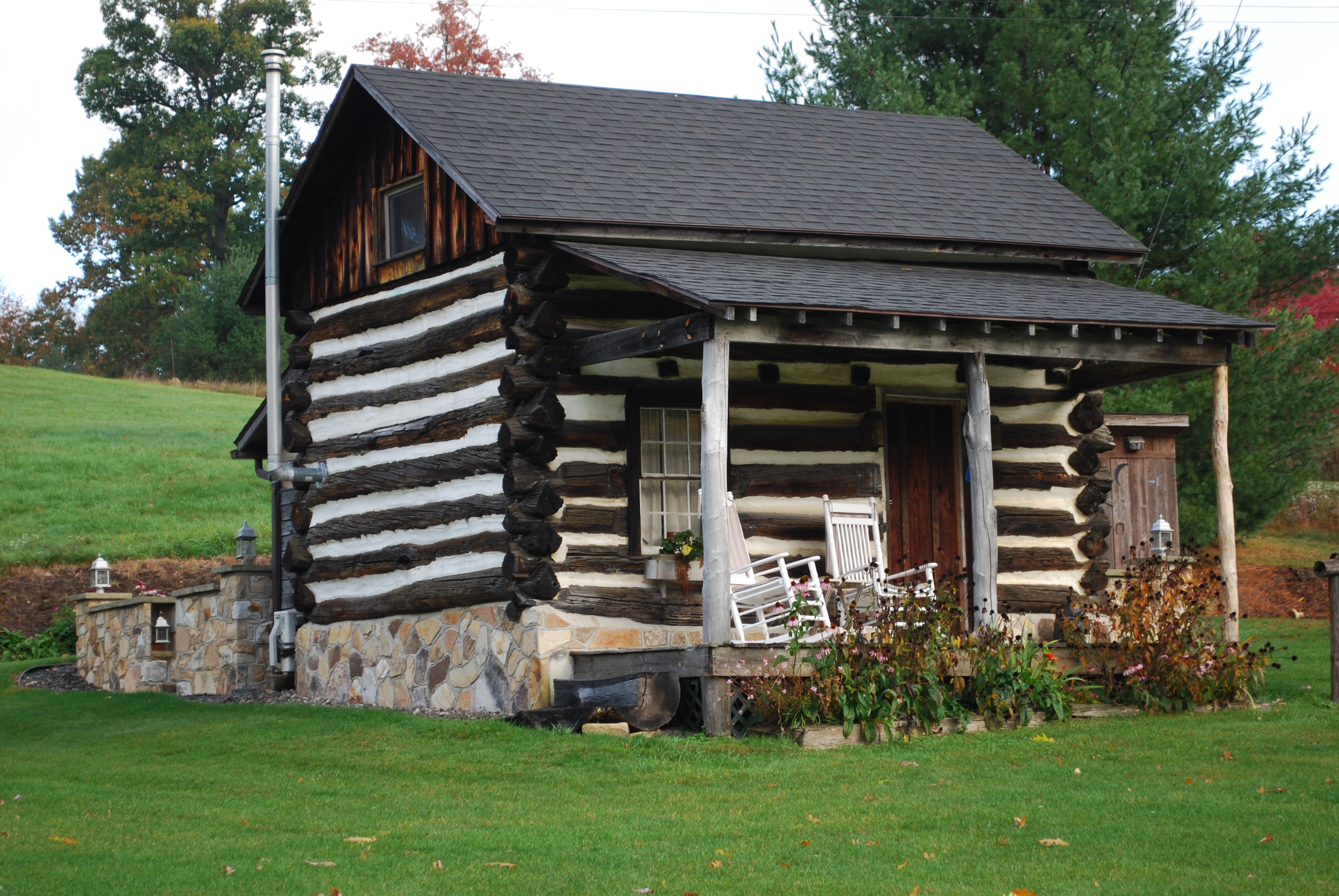 Rustic cabin rental in pa luxury weekend cottage for Cozy cabins pa