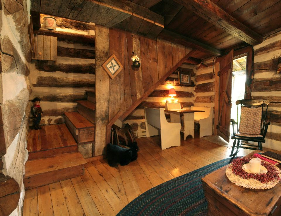 Rustic cabin rental in pa luxury weekend cottage for Small luxury cabin